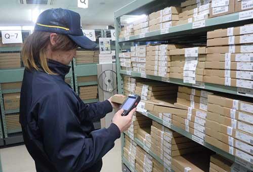 電子部品の出荷作業
